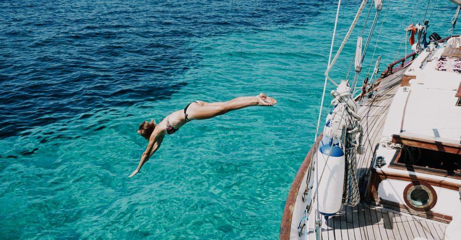 Duik vanaf een zeilboot in Ibiza